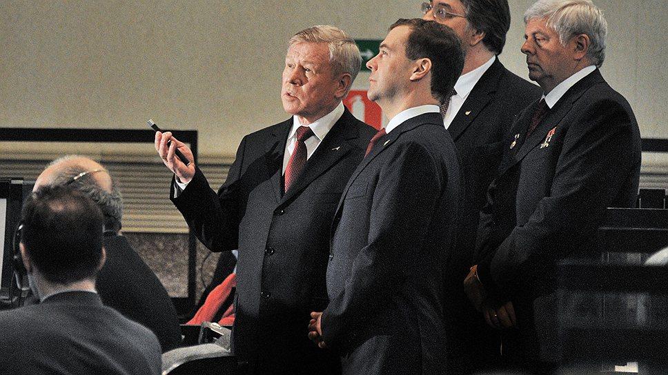 Премьер Дмитрий Медведев сумел сделать свой взгляд на развитие космической отрасли доминирующим
