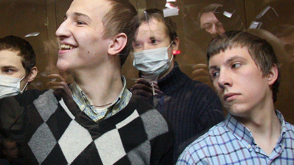 Отсидевший три года за одно из преступлений, совершенных националистической бандой Артура Рыно и Павла Скачевского (на фото — справа), москвич Максим Руденко получил 3 млн руб. компенсации