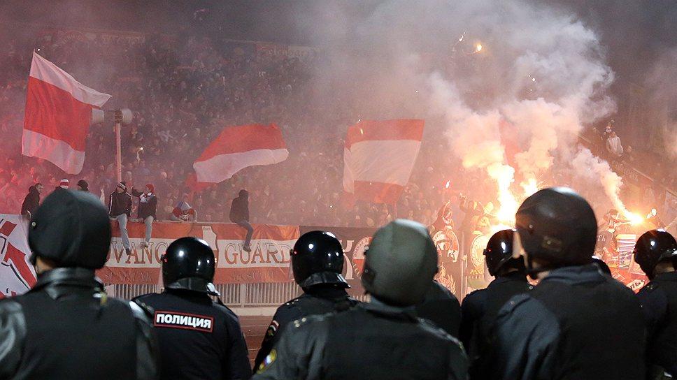 В отличие от Москвы полиция на региональных матчах лучше разгоняет, чем предупреждает беспорядки