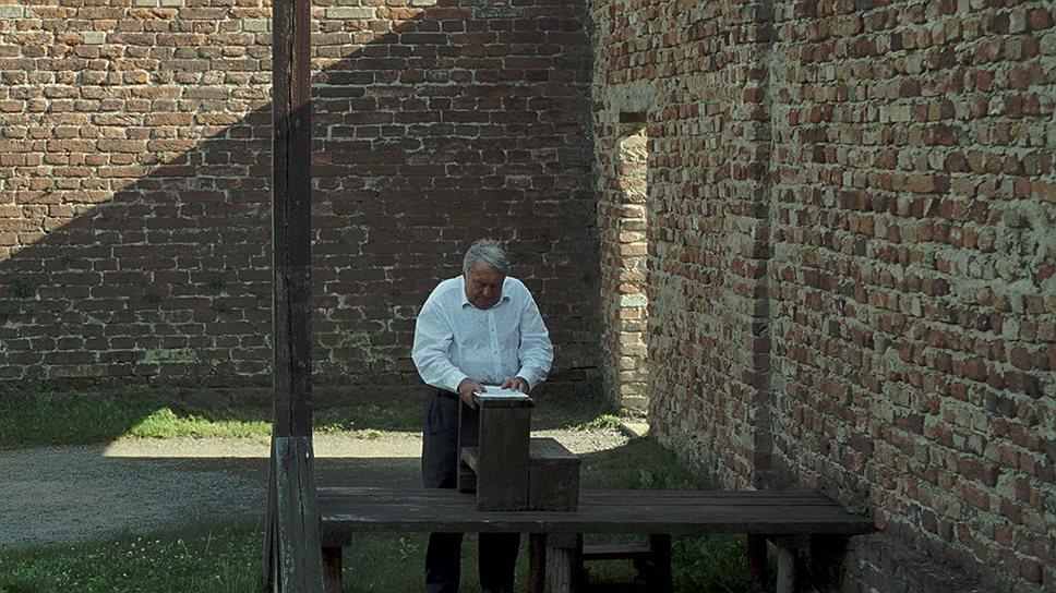 """Во дворе старой казармы приводились в исполнение смертные приговоры. Ланцман говорит о """"страшной красоте"""" этих мест"""