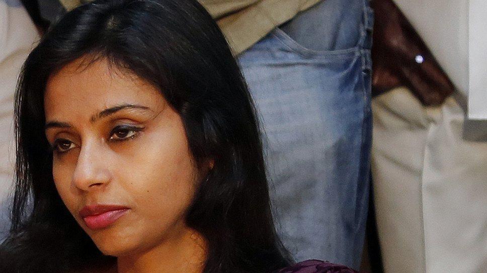 Непосредственное начальство призвало Девьяни Кхобрагаде к индуистскому смирению