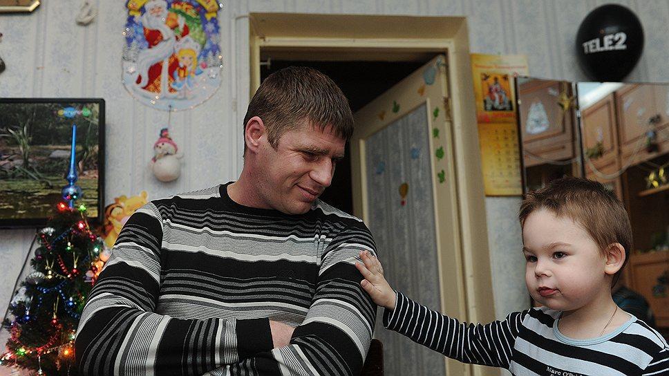 Анодчик пятого разряда Василий Дыбов не знает, как расплатиться с кредитами