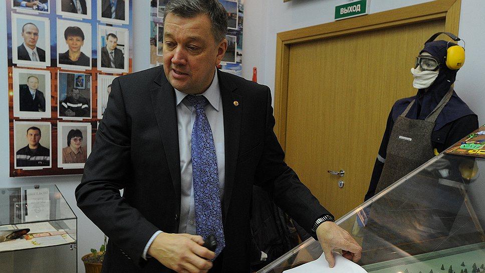Гендиректор НАЗа Николай Грачев говорит, что большинство рабочих предпочли взять зарплату