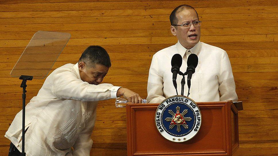 При решении вопроса будущего статуса мусульманской автономии президент Филиппин Бенигно Акино Третий старается лавировать между различными политическими силами