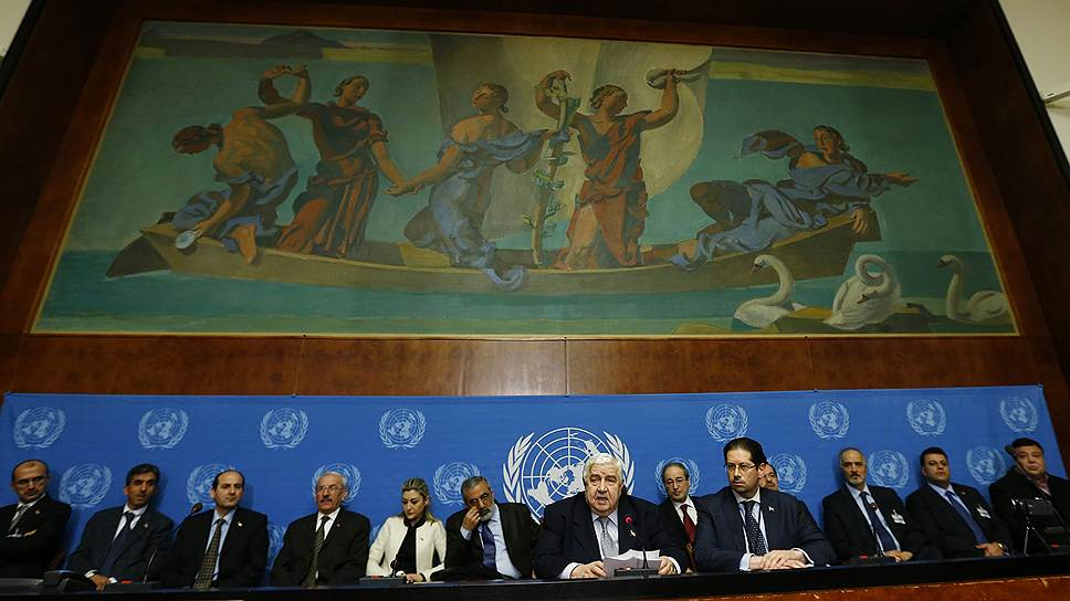 Министр иностранных дел Сирии Валид Муаллем (в центре) отказался обсуждать в Женеве вопрос о создании переходного правительства и передаче ему власти