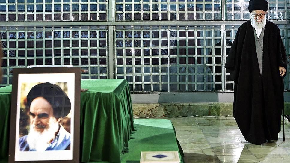 """Иран (на фото — высший руководитель страны Великий аятолла Али Хаменеи) принял участие в переговорах """"Женева-2"""" благодаря поручительству России и отсутствию возражений со стороны США"""