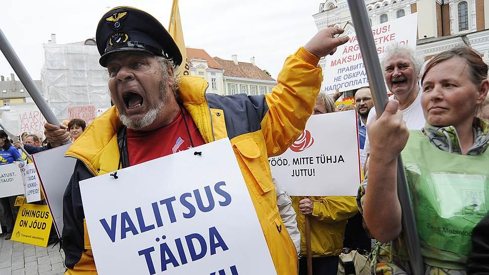 Площадь перед парламентом Эстонии как нельзя лучше отражает уровень демократии в стране