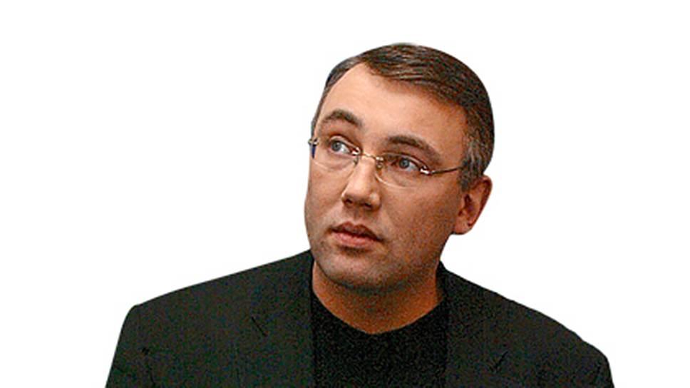 С 1998 по 2000 год Игорь Кошин был директором по внешнеэкономическим связям сыктывкарской туристической фирмы