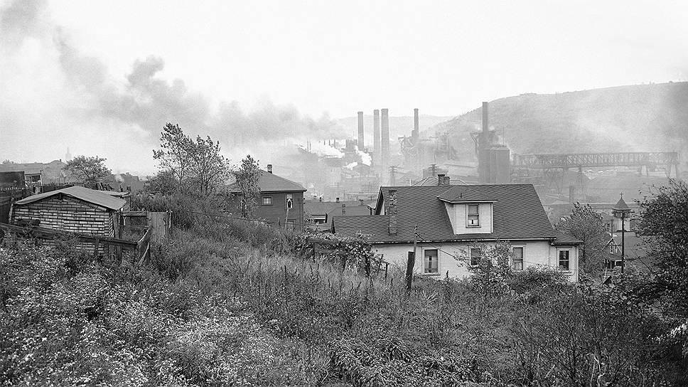 У современного Питтсбурга и покрытого удушающим смогом моногорода середины 1940-х годов (на фото) нет почти ничего общего