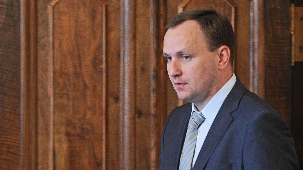 Денис Сугробов служил в уголовном розыске в Центральном административном округе Москвы, а также в подразделениях по борьбе с организованной преступностью МВД