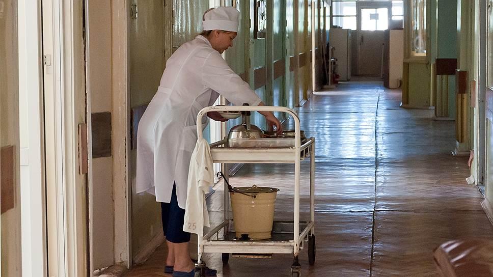 Поднять к 2018 году заработок медсестер и врачей до 100% и 200% от средней заработной платы по региону, которая к тому времени должна вырасти в полтора раза, может помешать экономический спад