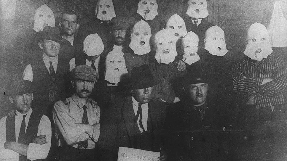 Руководители Коминтерна считали европейских коммунистов наивными в делах денежных, но хорошо подкованными в конспирации и методах подготовки революции