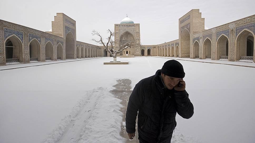 Узбекистан — одна из трех стран, где на 100 человек до сих пор приходится меньше сотни мобильных телефонов