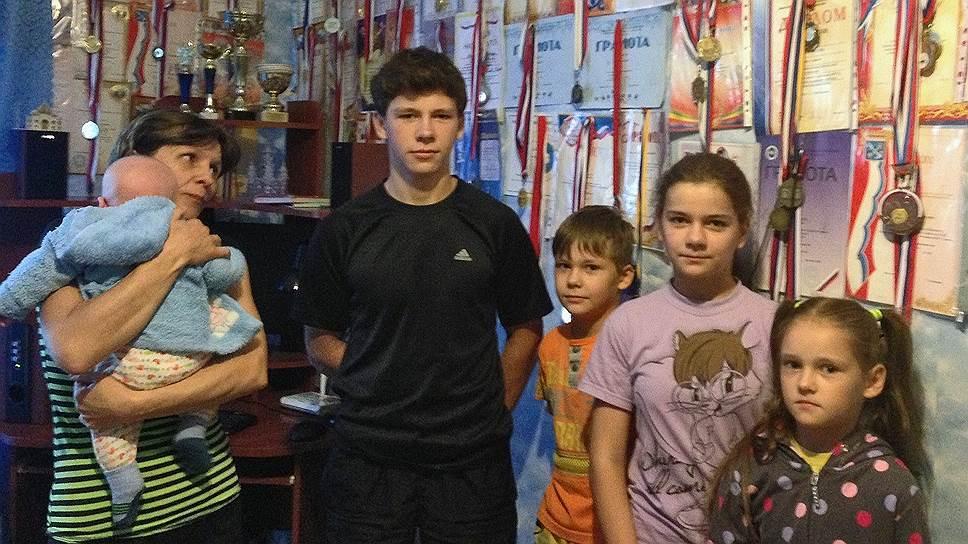 """По мнению органов опеки и попечительства Тосненского района, семья Викульевых подходит под понятие """"профессиональная семья"""""""