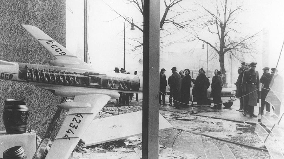 """В Западном Берлине бомбу у представительства """"Аэрофлота"""", как и обещали, взорвали ровно через полчаса после предупреждения"""