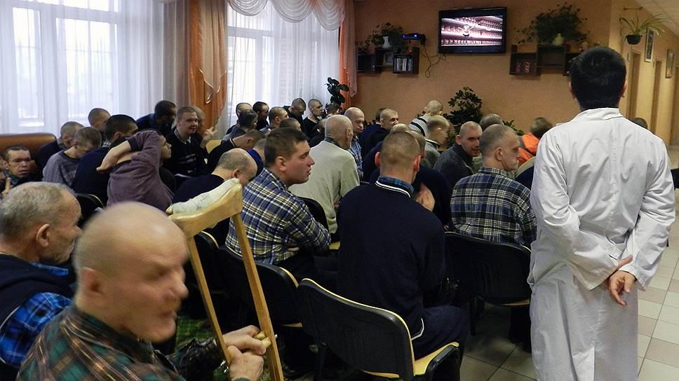 Телевизор — принудительное и чаще всего единственное развлечение жильцов Звенигородского ПНИ