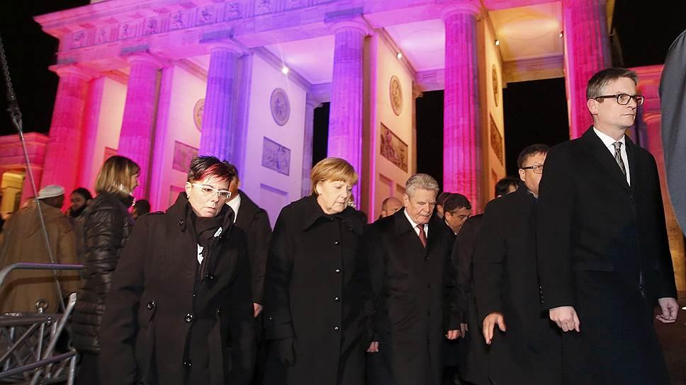 Приняв участие в митинге у Бранденбургских ворот, канцлер Германии Ангела Меркель и президент Германии Йоахим Гаук предпочли толерантность расизму