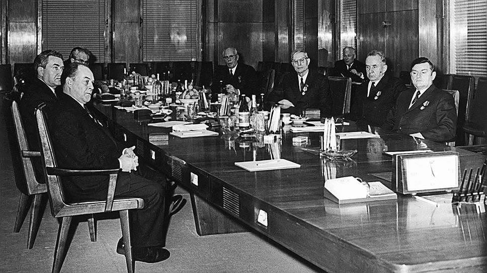Размеры пенсий высшим должностным лицам обсуждались на самом высоком уровне — на заседаниях Политбюро ЦК КПСС