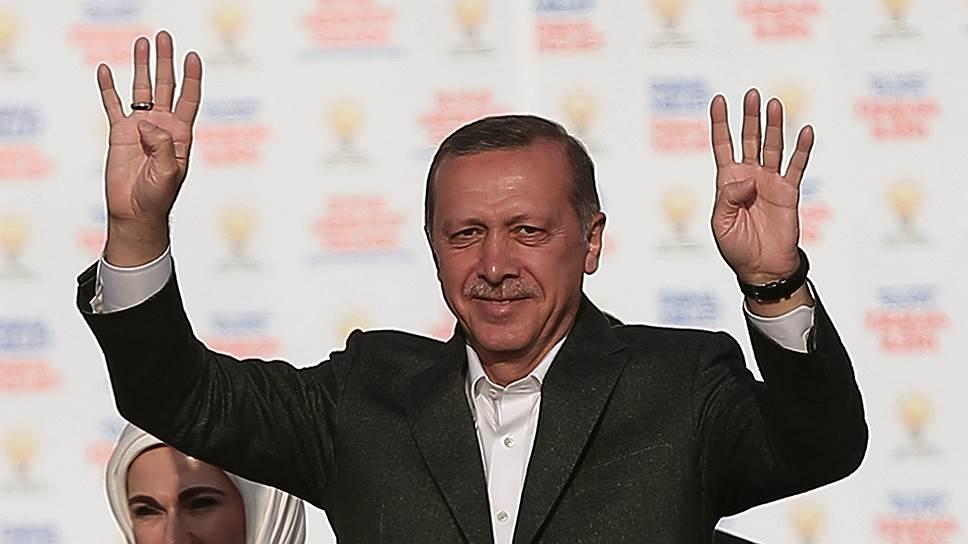 Осенью 2011 года тысячи сторонников египетской революции приветствовали Эрдогана как лидера всего мусульманского мира