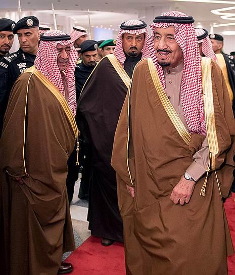 Наследный принц Мукрин (слева), так же как и король Сальман (справа), приходится умершему королю Абдалле сводным братом