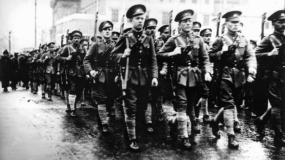 Жители Синьцзяна никогда не могли понять, маршируют ли по улице белогвардейцы, изгнанные из России красноармейцами, или это красноармейцы, переодетые белогвардейцами