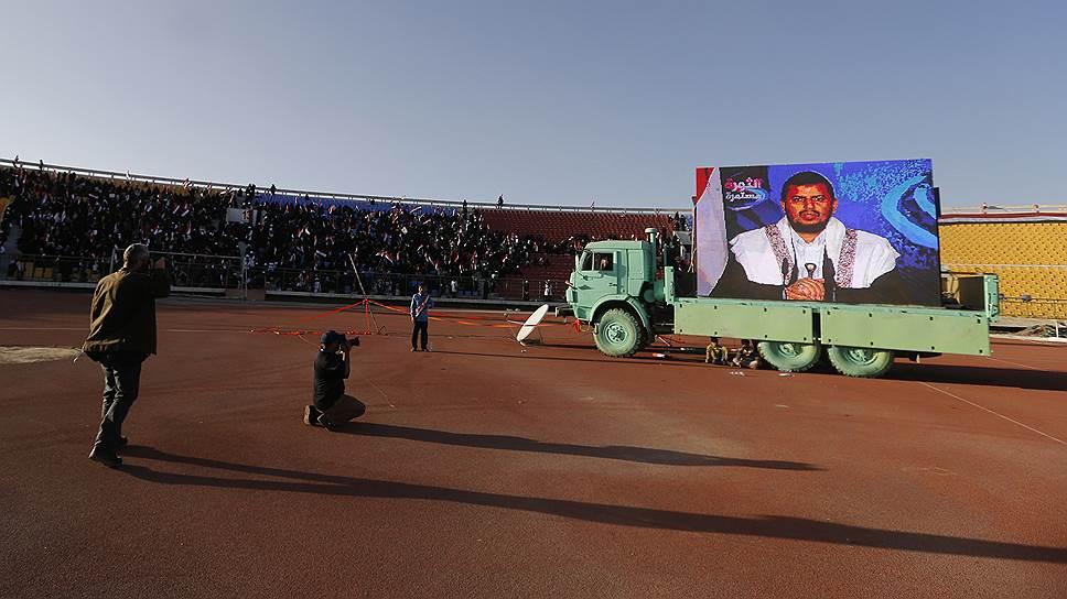 """Выступая перед своими соратниками, лидер """"Ансаруллы"""" Абдель-Малик аль-Хуси (на фото) словами и жестами старается походить на лидера """"Хезболлы"""" Хасана Насраллу"""