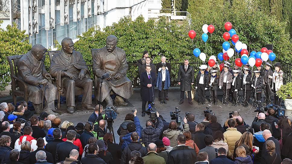 На фоне открытого в Ялте памятника лидерам стран антигитлеровской коалиции российские социологические исследования в Крыму выглядят менее масштабно
