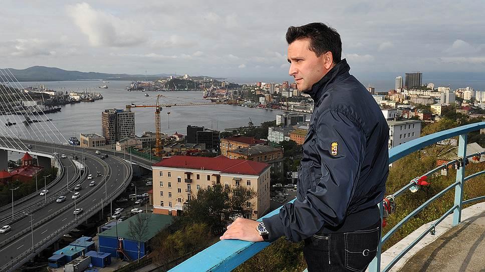 В 1994-1995 годах Дмитрий Кобылкин работал геологом Таркосалинской нефтегазоразведочной экспедиции