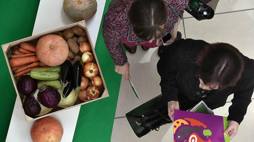 Обычные огурцы и помидоры становятся все менее доступными для россиян