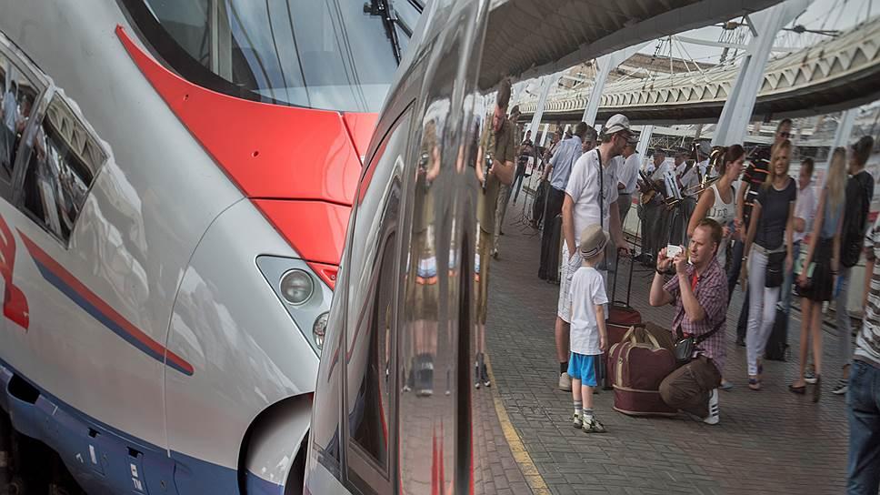 """В России не первый год идет обсуждение строительства высокоскоростных железнодорожных магистралей — за это время на российских железных дорогах появились высокоскоростные поезда """"Сапсан"""""""