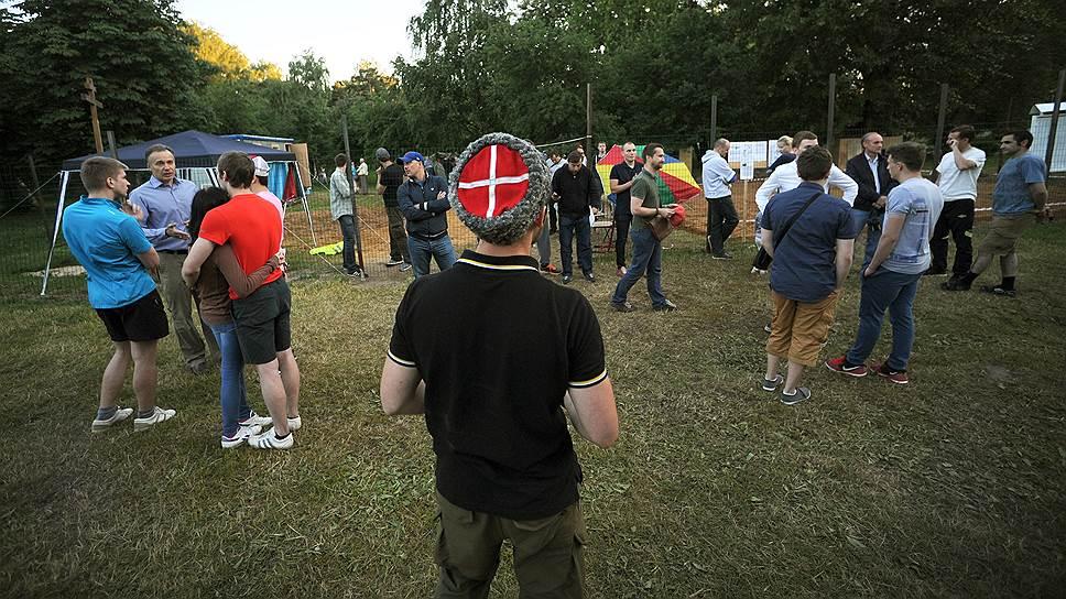 Как сотрудничают футбольные фанаты с православными движениями