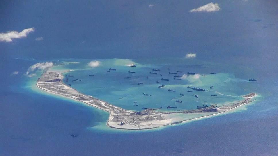 Инцидент в Южно-Китайском море с демонстративным проходом американского эсминца в прибрежной зоне спорных островов Спратли (на фото) выглядит как проекция силы (в данном эпизоде — американской) на пространство экономической деятельности (в данном случае — КНР)