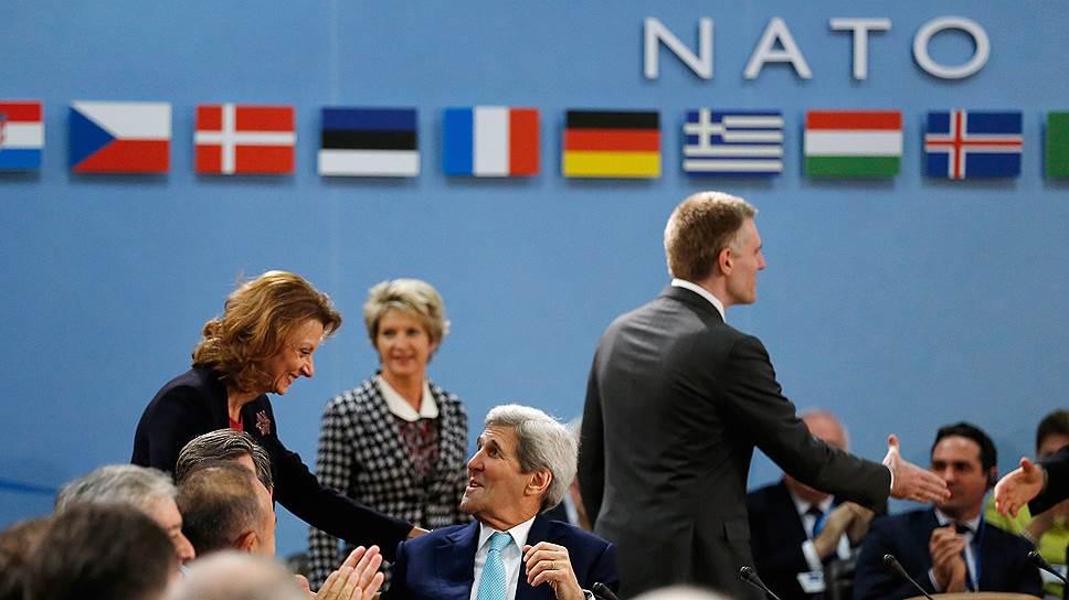 НАТО приглашает черногорцев