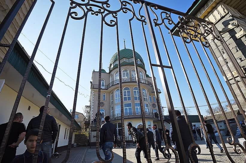 Местные власти считают, что в мечети на улице Котрова обосновался оплот радикального салафизма