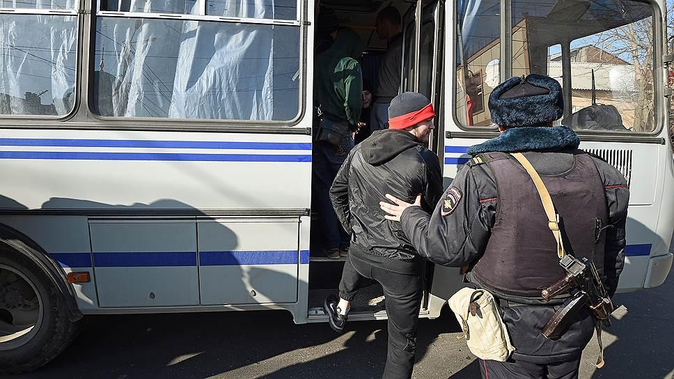 Задержание верующих на улице Котрова