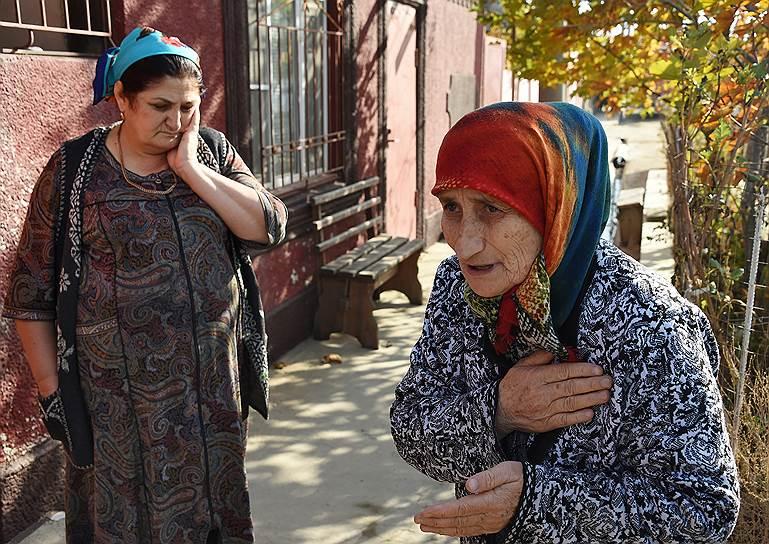 Родственники людей, воюющих на стороне «Исламского государства» (ИГ), в селе Новый Хушет