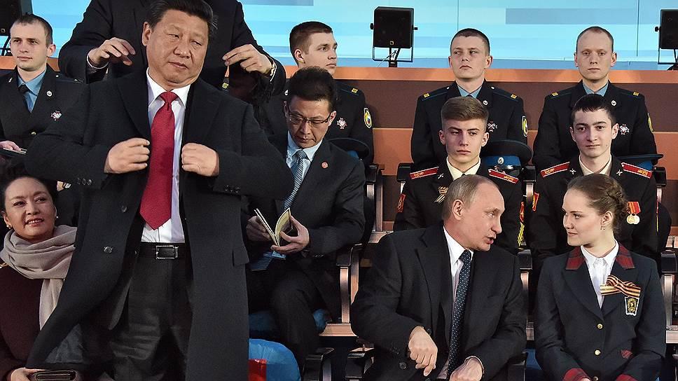 На фоне политического сближения России и Китая (на фото — Си Цзиньпин и Владимир Путин во время празднования Парада Победы в Москве 9 мая 2015 года) цифры экономического сотрудничества двух стран за прошедший год не впечатляют