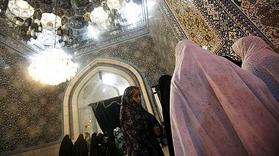 Граждане Ирана отдают голос за лидера и его идеи, которые он транслирует в прессе, на телевидении или на пятничной молитве