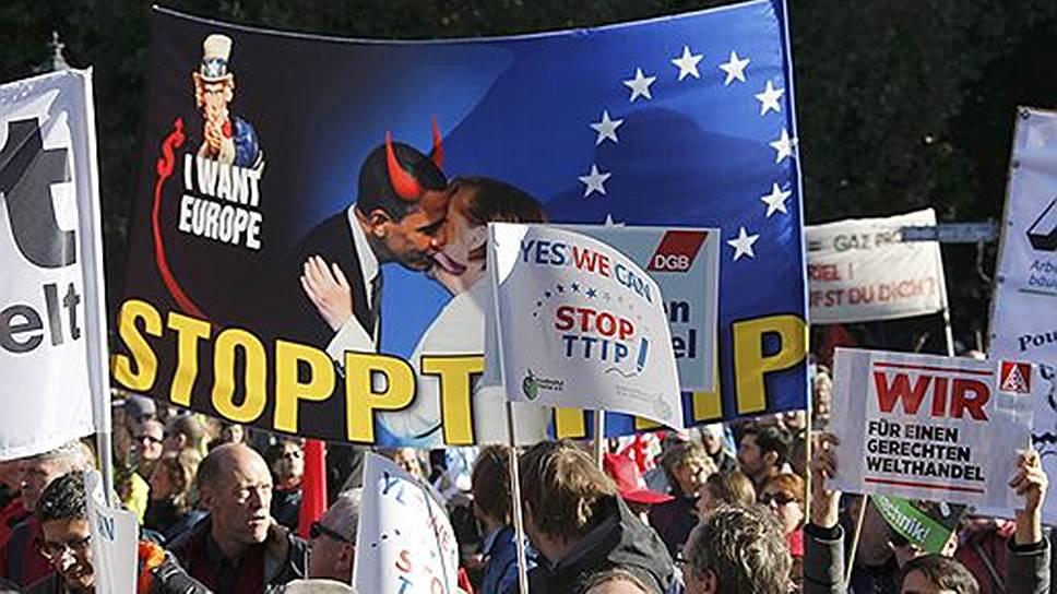 В октябре прошлого года в Берлине на демонстрацию против ТТИП вышло более 150 тыс. человек, что стало крупнейшим протестом со времен выступления немцев против войны в Ираке в 2003 году