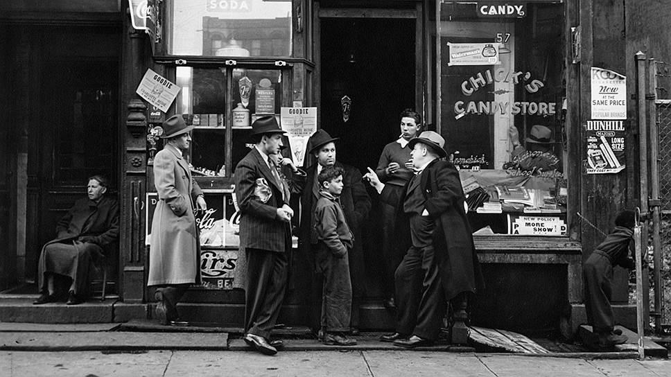 Так зарождалась американская фотодокументалистика (на фото — Уолтер Розенблюм. Кондитерский магазин Chick's, 1938)