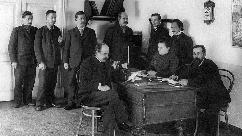 Имея высочайшее покровительство, владельцы паллизеновских бумажных фабрик (на фото — фабричная контора, 1904 год) рассчитывали, что Государственный банк будет бесконечно и безропотно оплачивать счета их предприятий