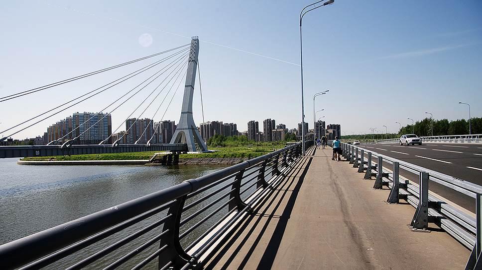 Разошлись на мосту