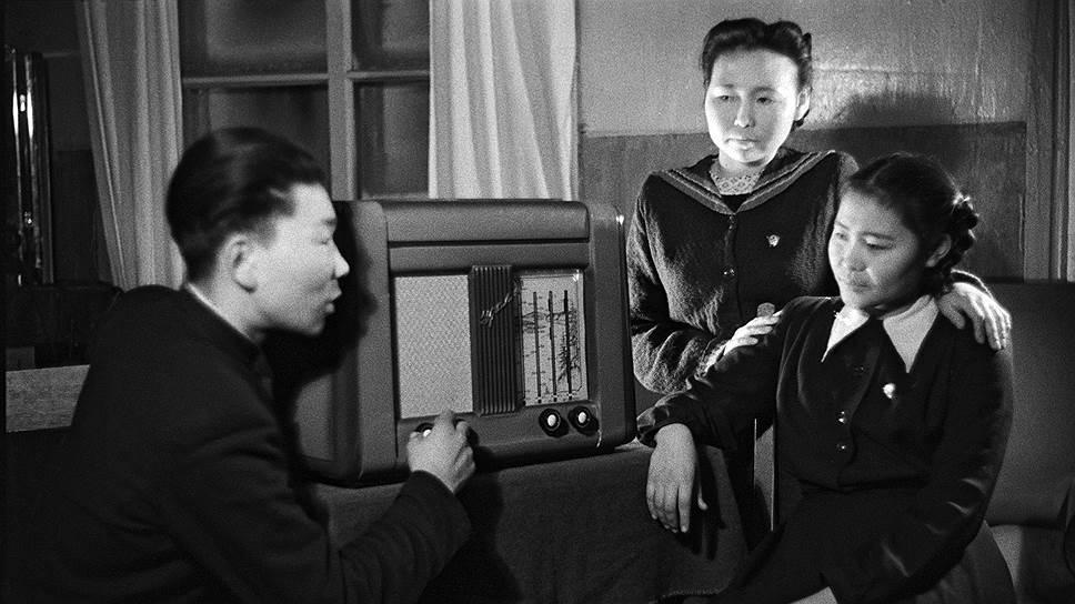 В годы войны разрешалось исключительно коллективное прослушивание радиопередач только в установленное время