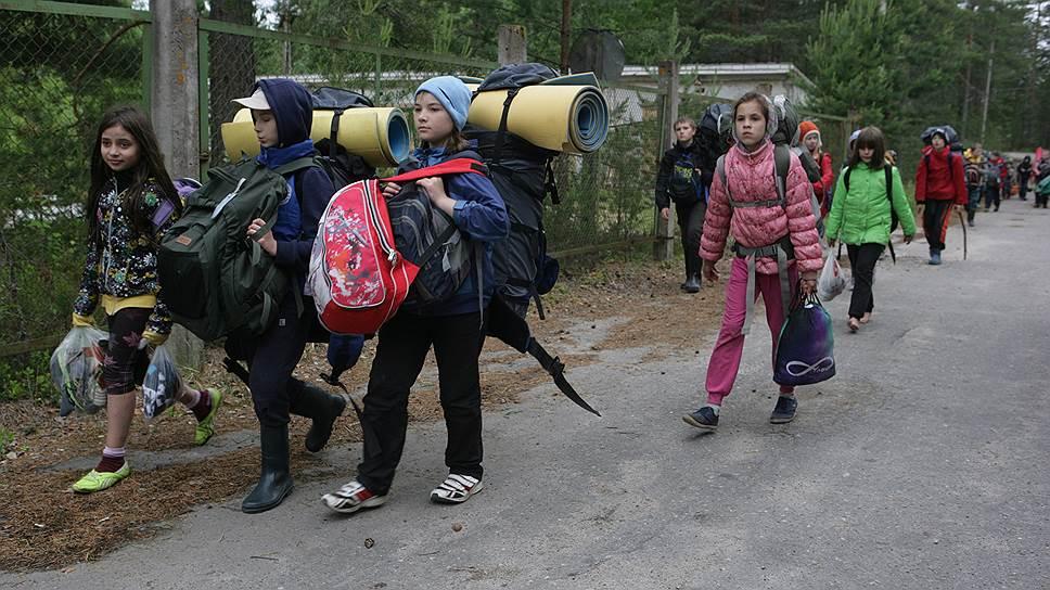 Коммерческий детский туризм в России — это золотое дно, поскольку дети не могут оценить уровень обслуживания, потребовать выполнения условий контракта, добиться нормального питания