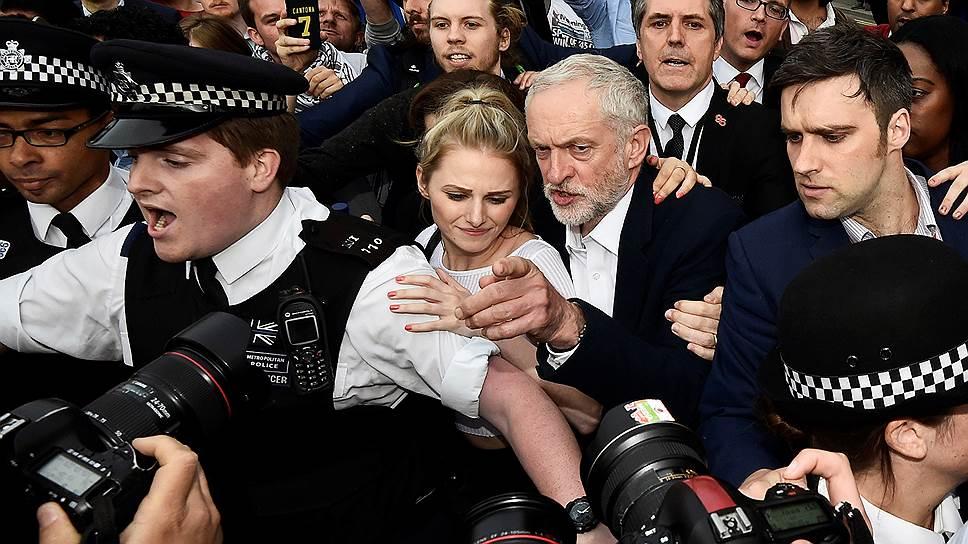 Почему лидер партии лейбористов Джереми Корбин отказывается уходить в отставку