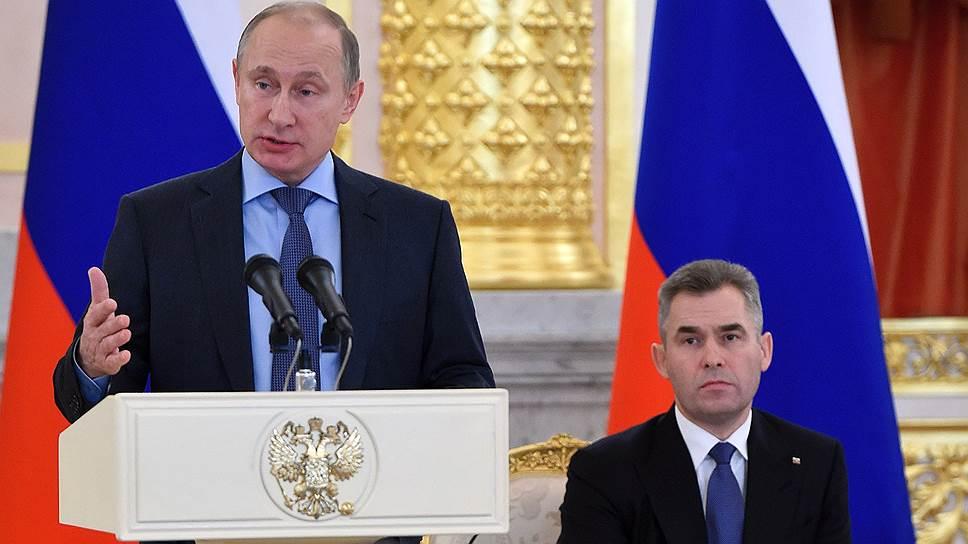 В отличие от Дмитрия Медведева, иногда даже общавшегося с Павлом Астаховым в твиттере, взаимодействие омбудсмена с Владимиром Путиным свелось к ежегодным докладам