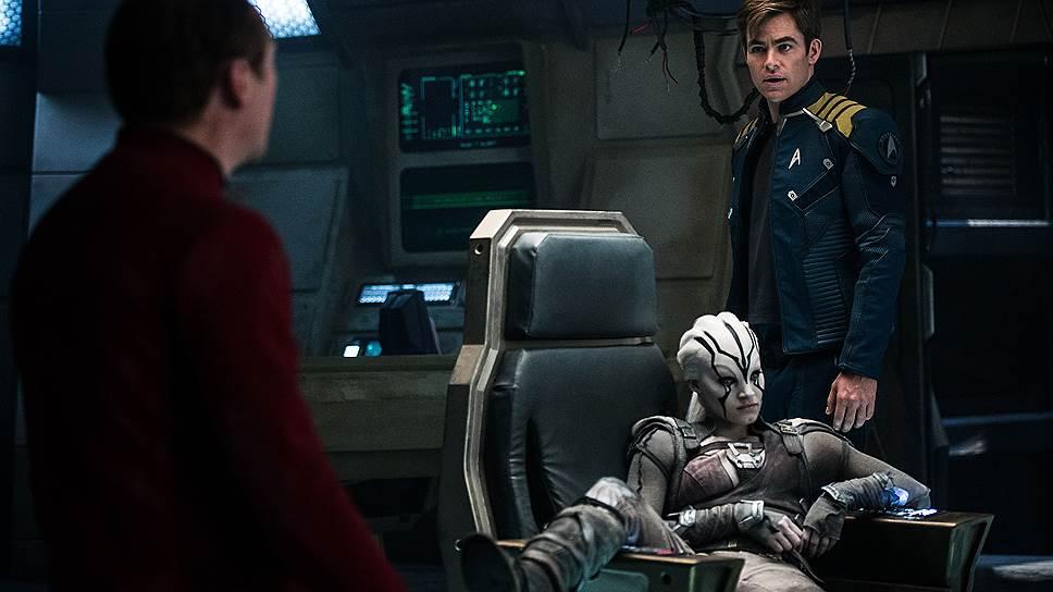 """Из состояния неторопливого повествования, свойственного телесериалам, создатели """"Стартрек: Бесконечность"""" пытаются выйти, поручив команде """"Энтерпрайза"""" спасти цивилизацию"""