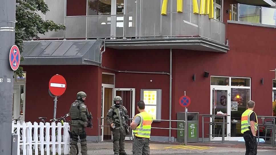 """В рамках общеевропейской борьбы с терроризмом в Германии арестовали того, кто продал оружие """"мюнхенскому стрелку"""", открывшему стрельбу в торговом центре"""