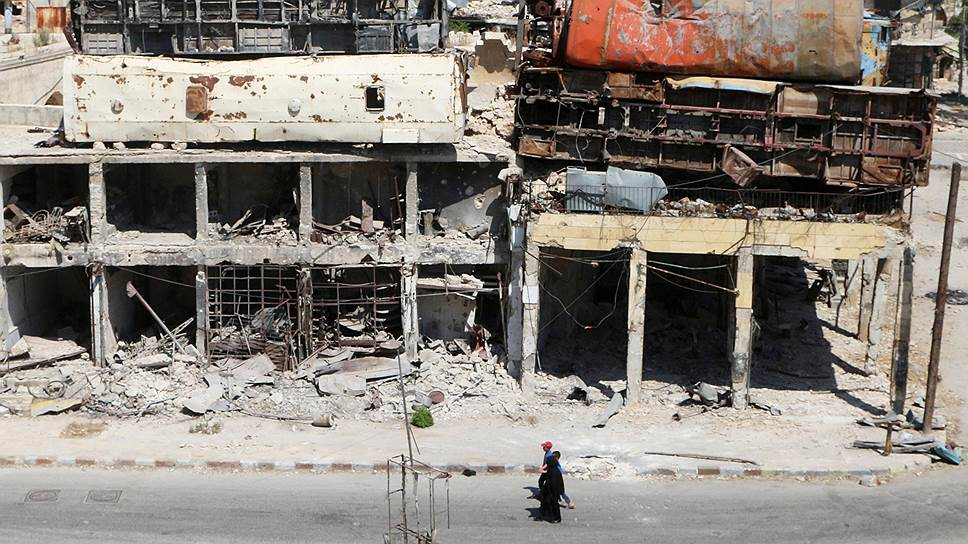 Несмотря на чудовищные разрушения и многомесячные бои, в Алеппо все еще остается мирное население