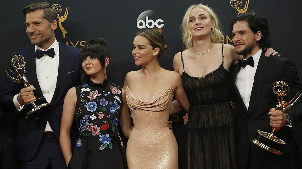 """Команде """"Игры престолов"""" приходится второй год подряд приходить за премиями Emmy"""